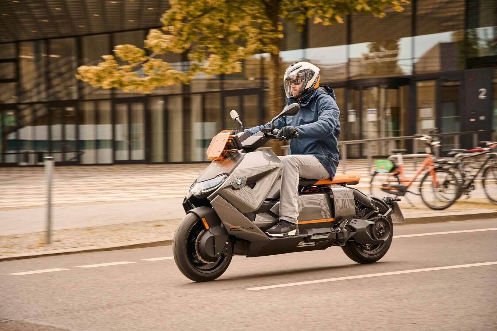 BMW представляет футуристичный электроскутер смаксимальной скоростью 120км/ч