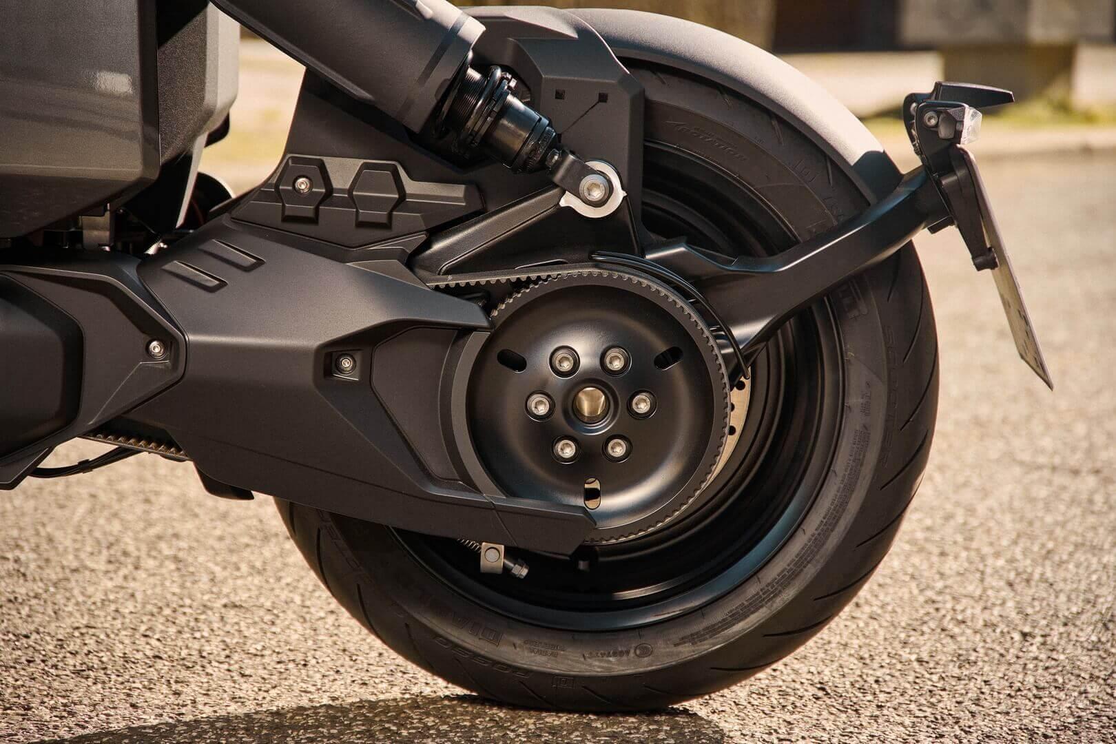 BMW CE 04 получил мощную тормозную систему, оснащенную системой ABS последнего поколения