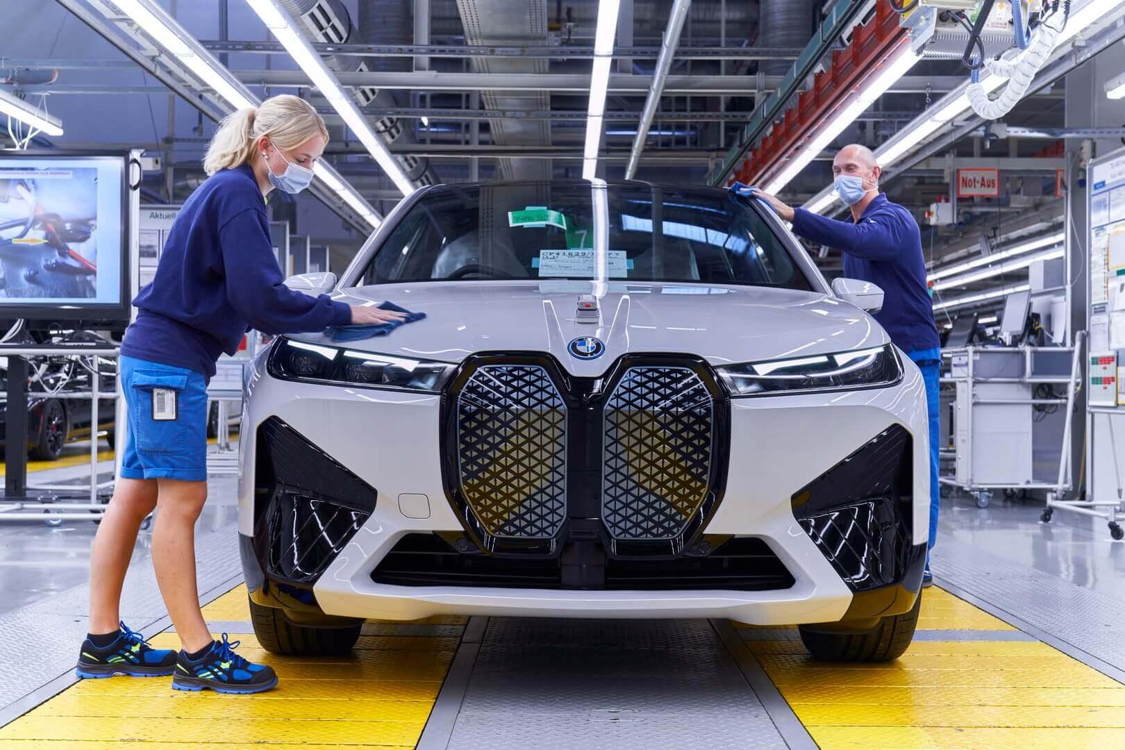 Производство электрического внедорожника BMW iX на заводе Дингольфинге