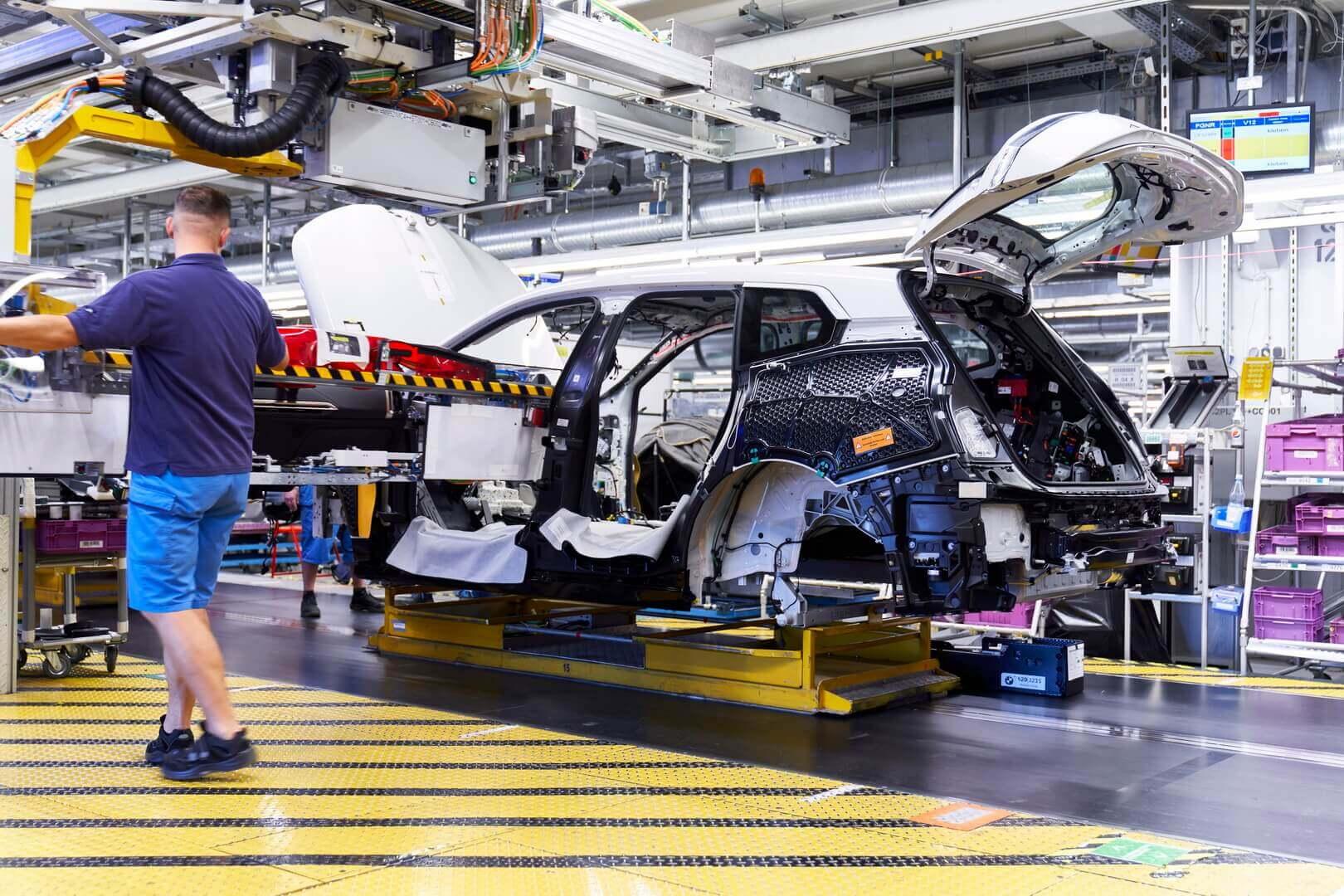 На заводе в Дингольфинге началось серийное производство BMW iX