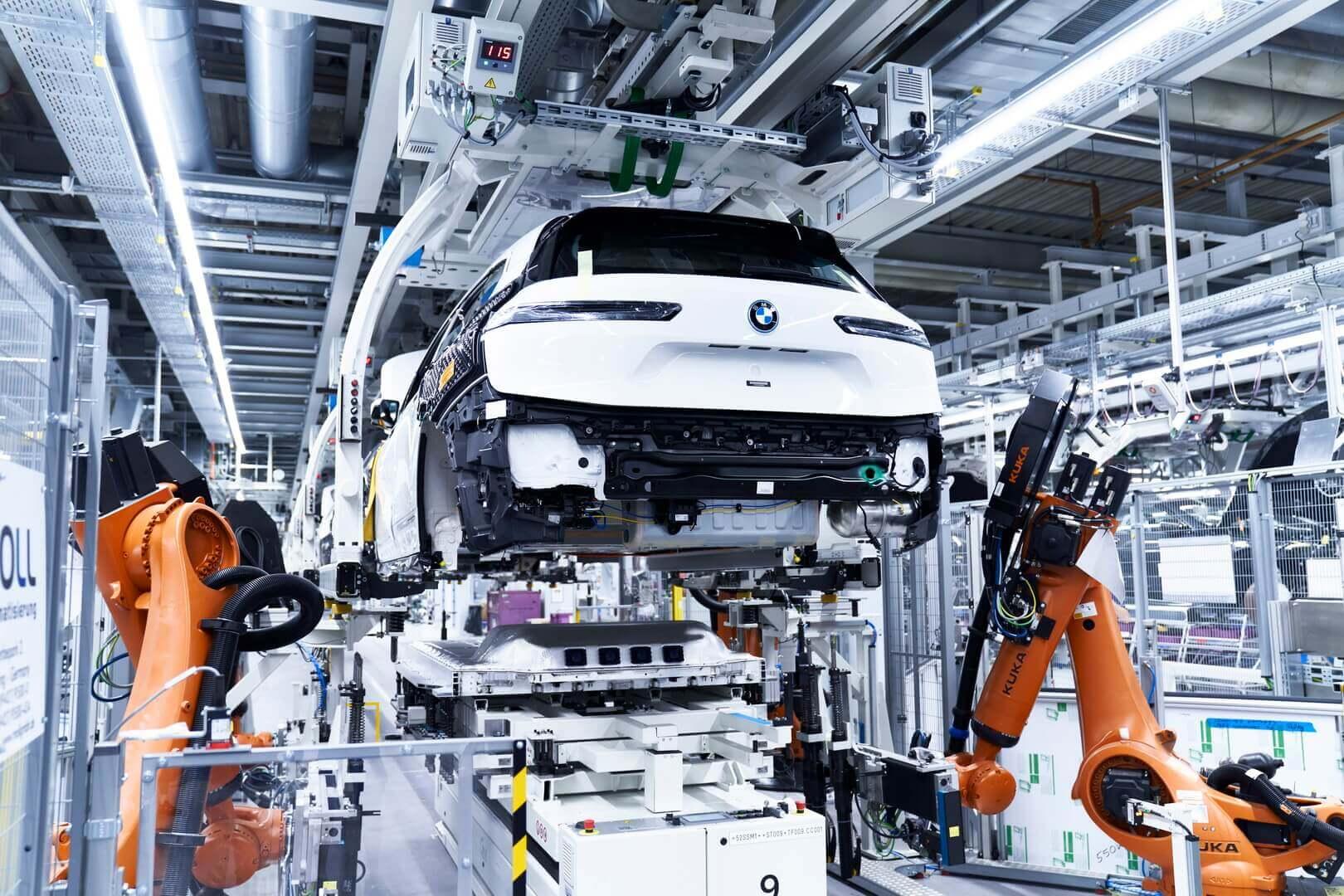 Производство полностью электрического внедорожника BMW iX