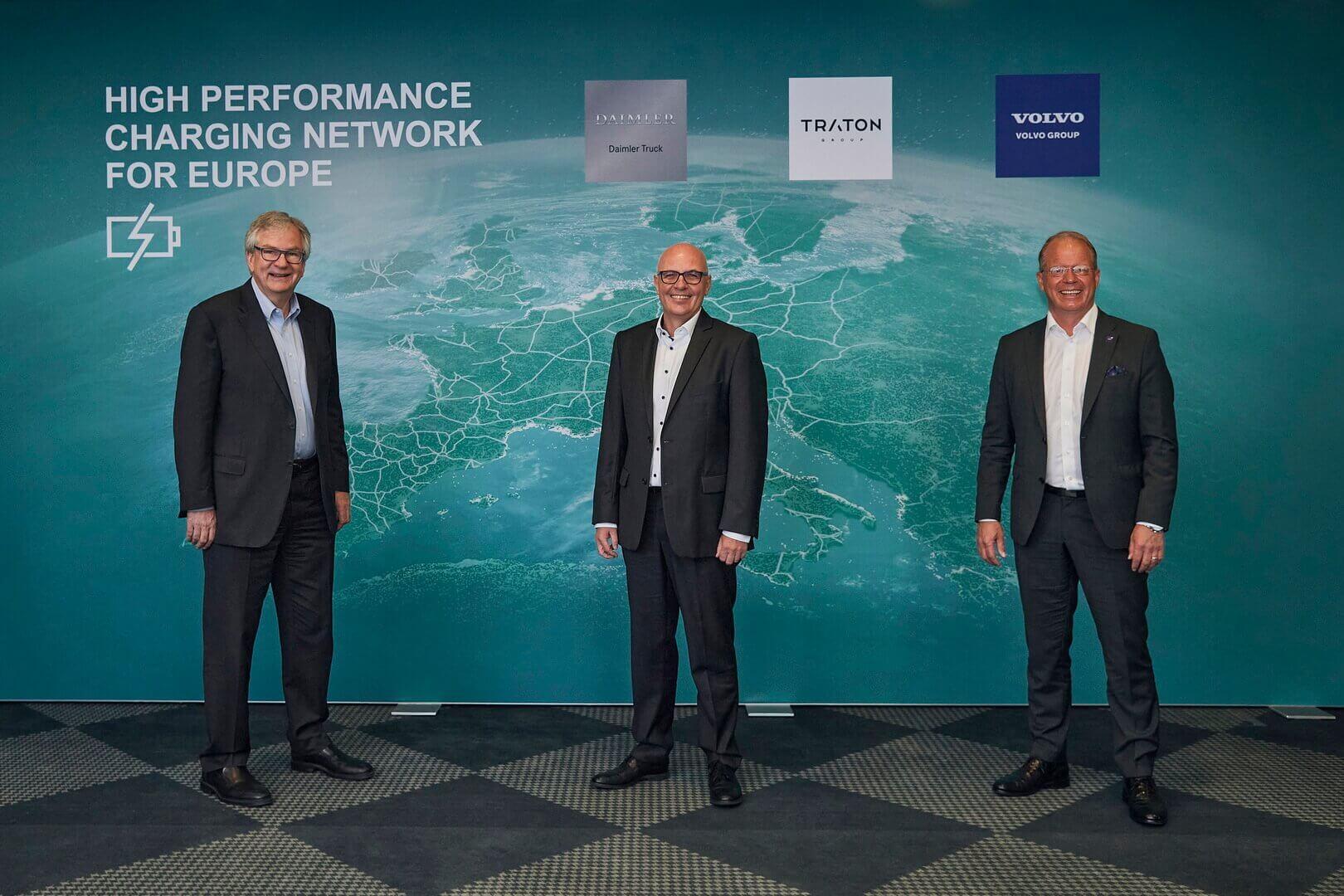 Volvo, Daimler иTraton установят высокопроизводительную зарядную сеть для тяжелых электрических грузовиков иавтобусов