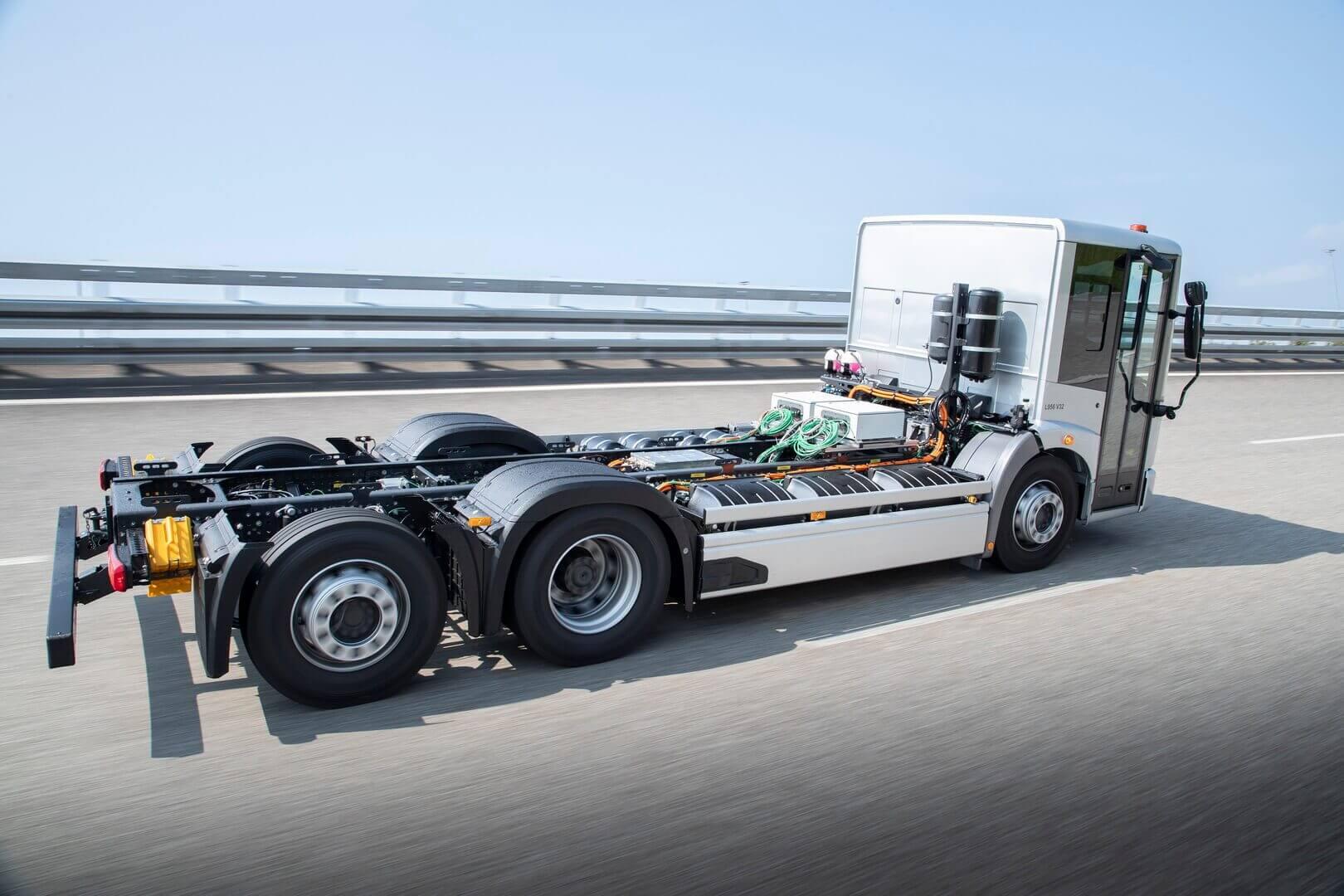 Mercedes-Benz Trucks проводит испытания электрического мусоровоза eEconic