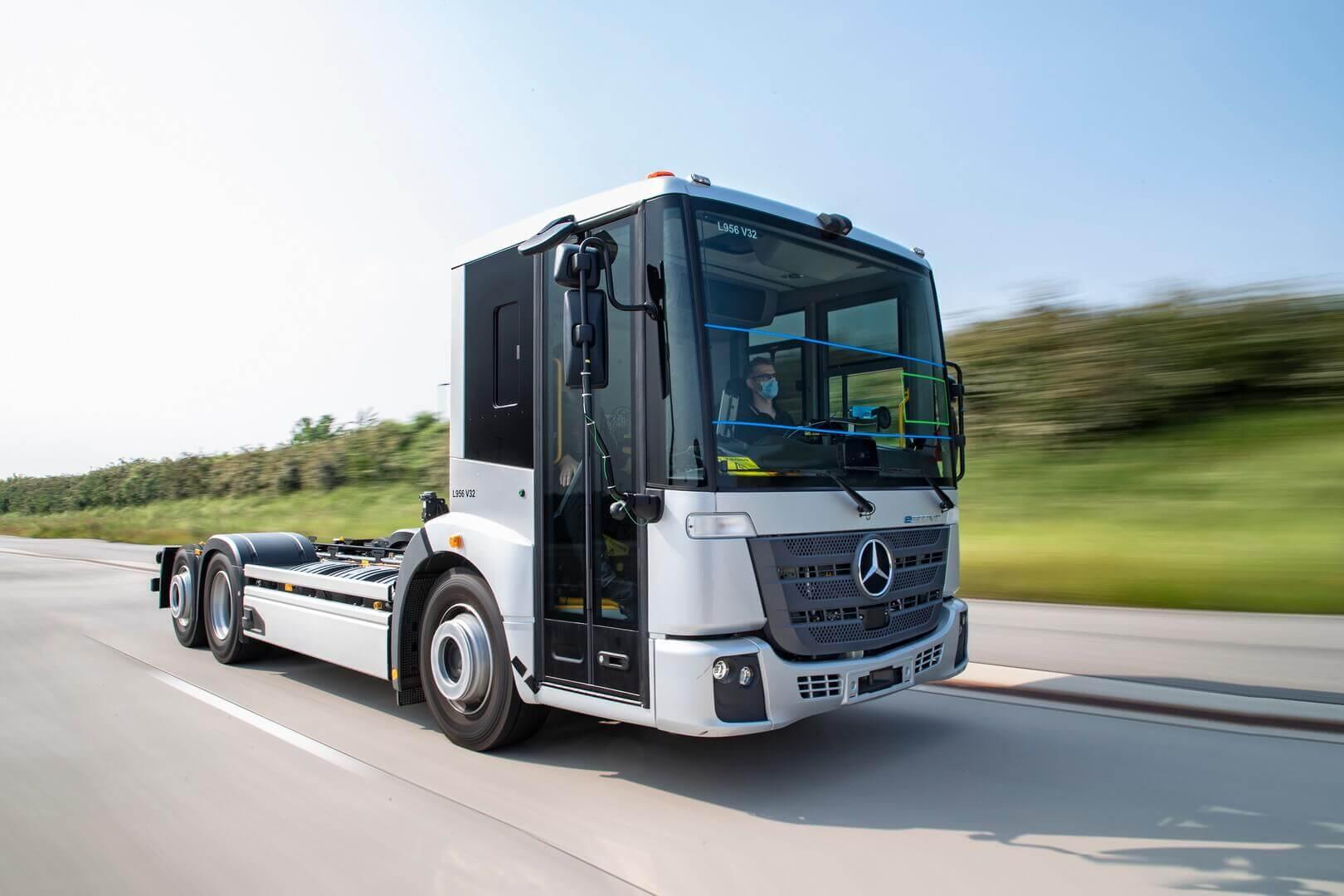 Испытания платформы для будущего электрического мусоровоза Mercedes-Benz eEconic