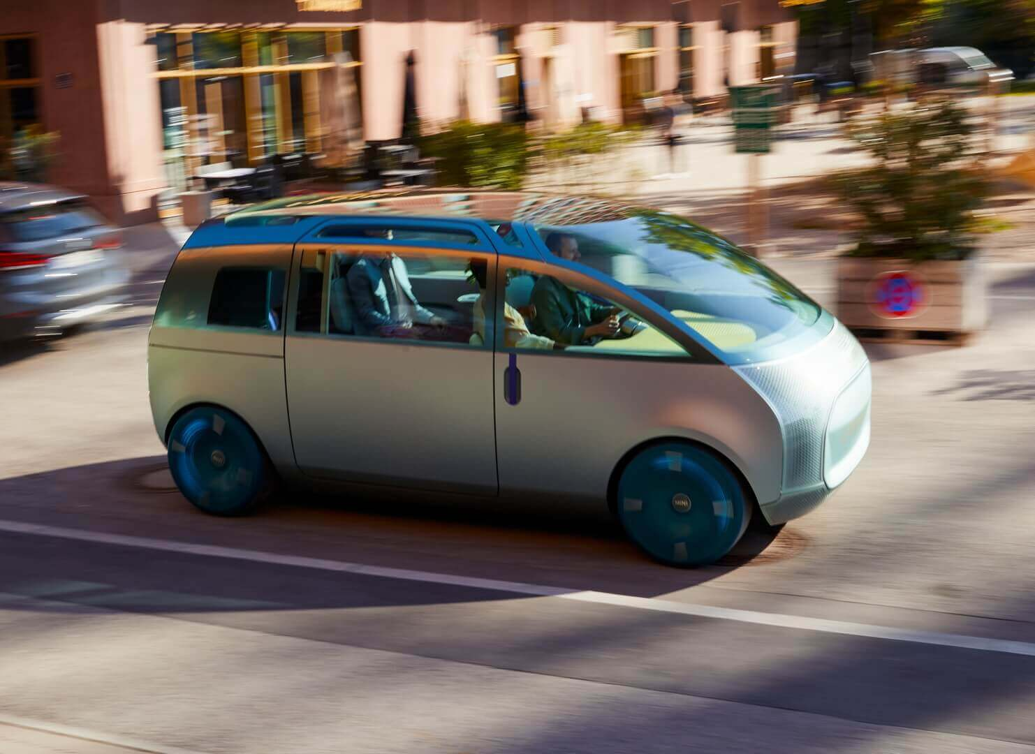 MINI Vision Urbanaut— это нестатичный макет, аполностью функциональный автомобиль, способный ксамостоятельному передвижению