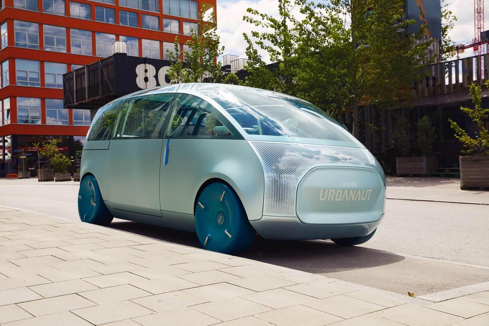 Виртуальный концепт MINI Vision Urbanaut смобильным интерьером, представленный вноябре 2020года, создан вреальности