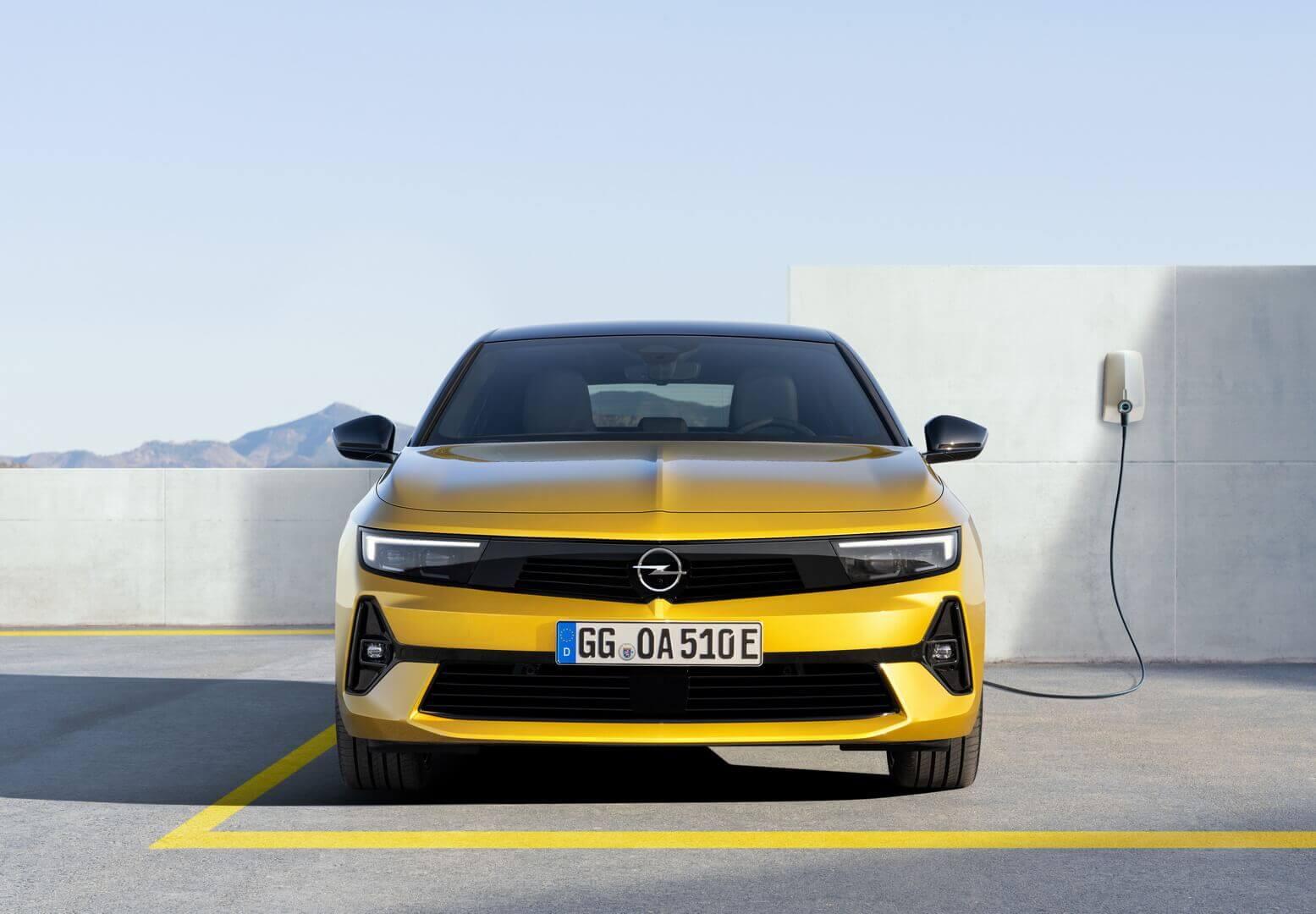 Opel Astra получила плагин-гибридную силовую установку с двумя уровнями производительности