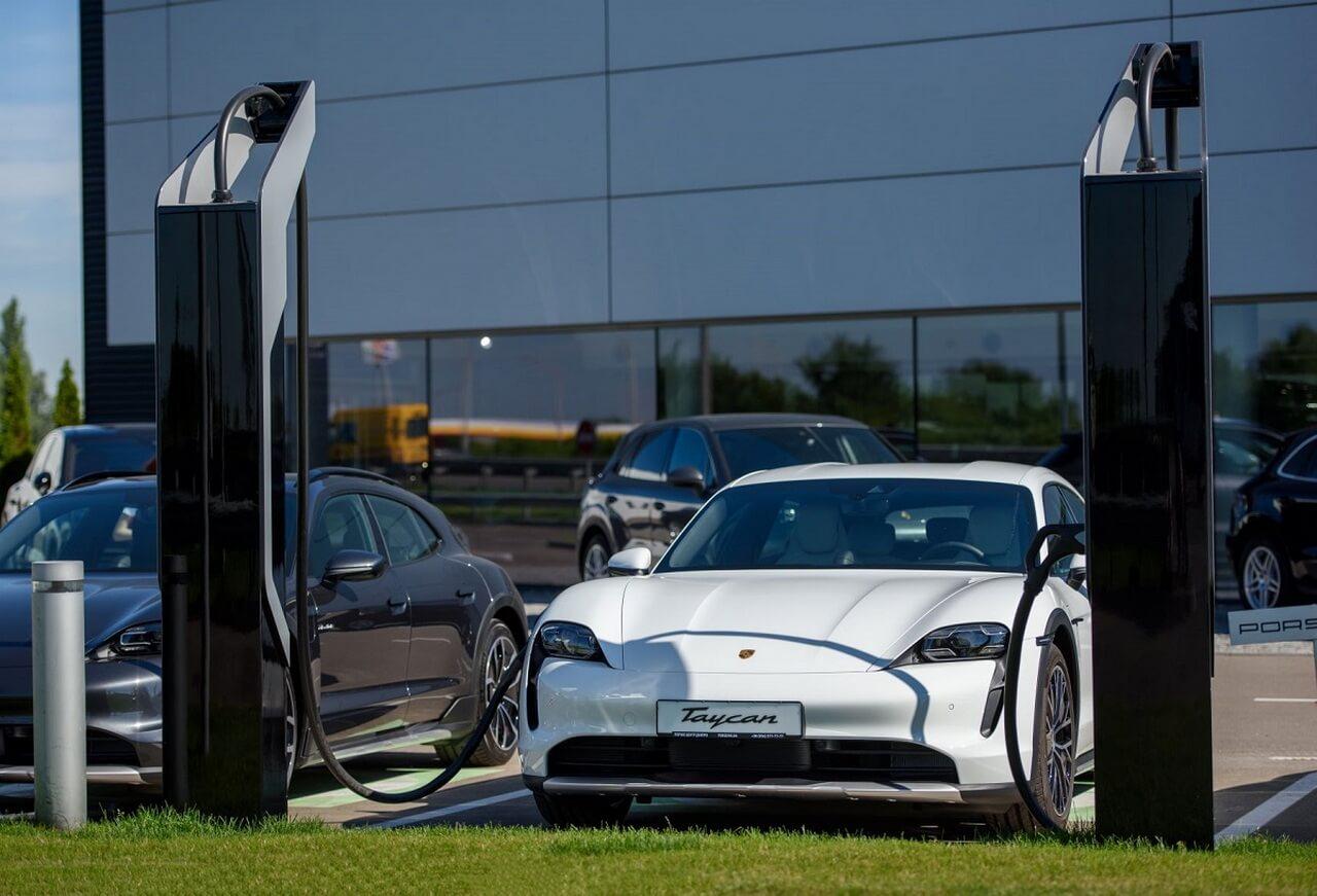 Первая сверхбыстрая зарядная станция от Porsche в Украине