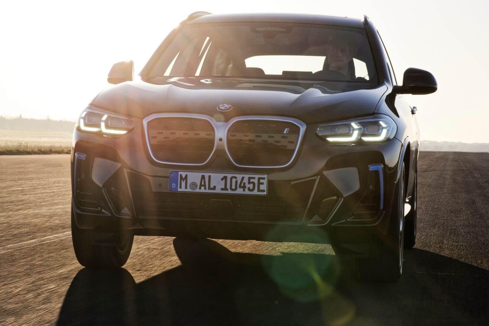 BMW iX3 теперь поставляется в стандартной комплектации с пакетом M-Sport