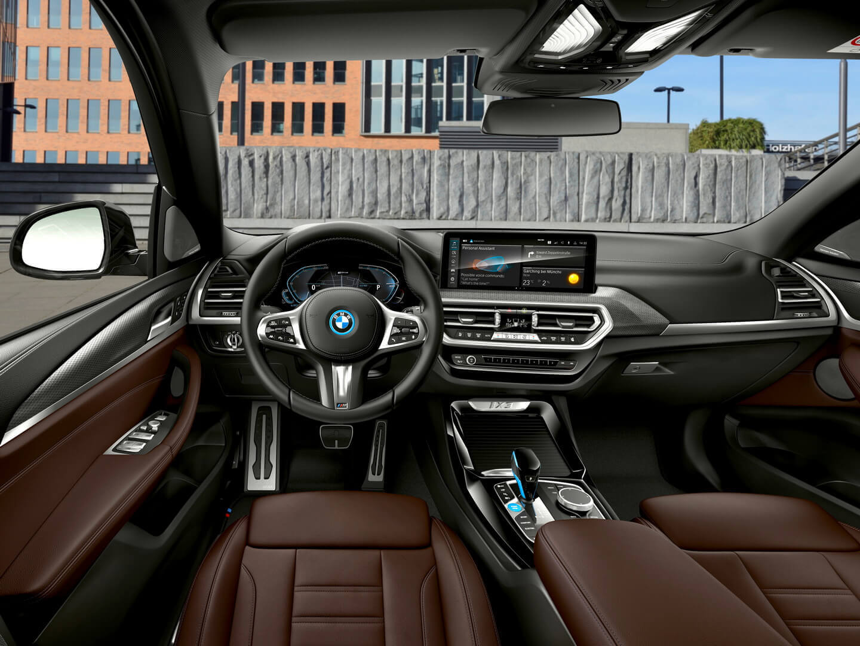 BMW обновила иньерьер iX3