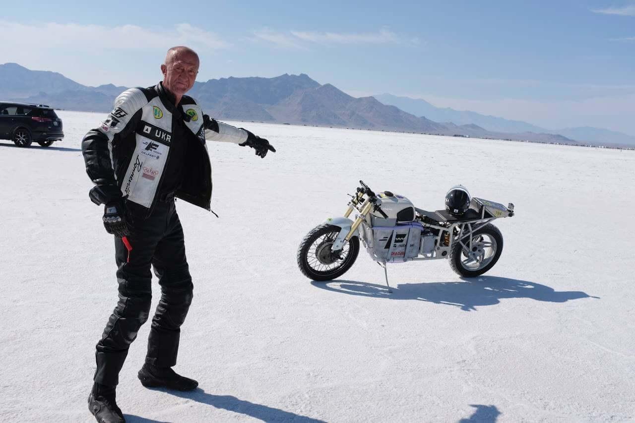 Сергей Малик установил рекорд максимальной скорости на электрическом мотоцикле Delfast-Dnepr Electric в Бонневилле