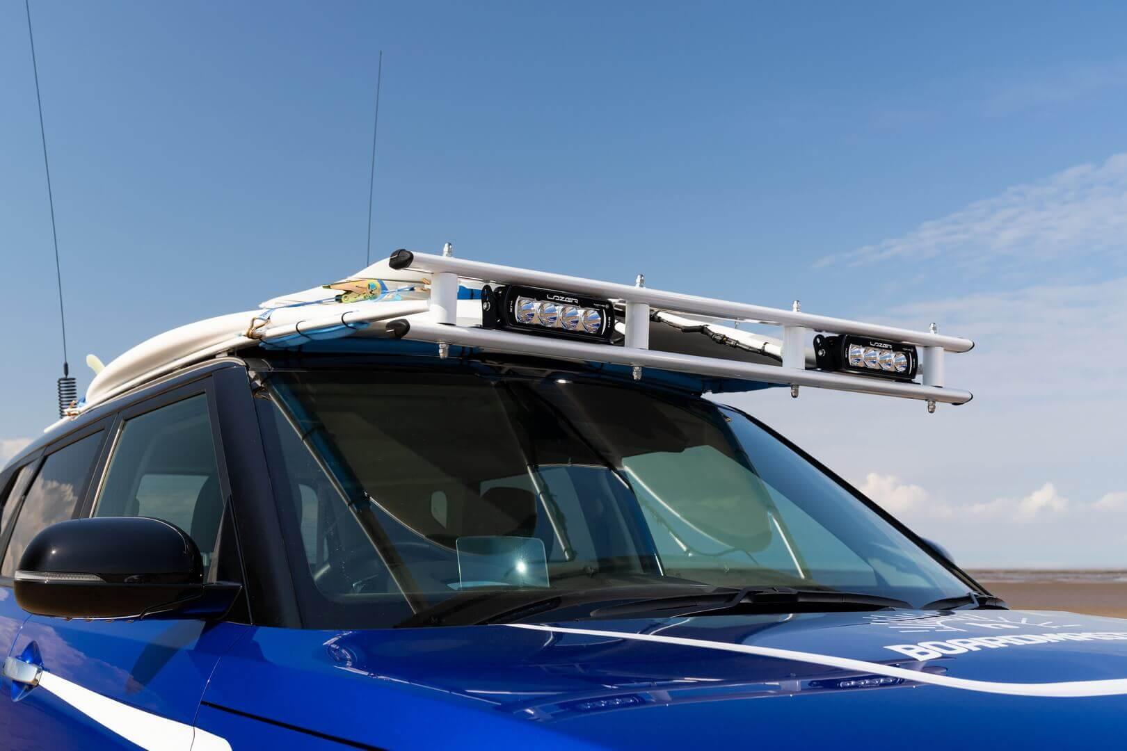 Стальной багажник на крыше, чтобы в нем можно было разместить пару досок для серфинга