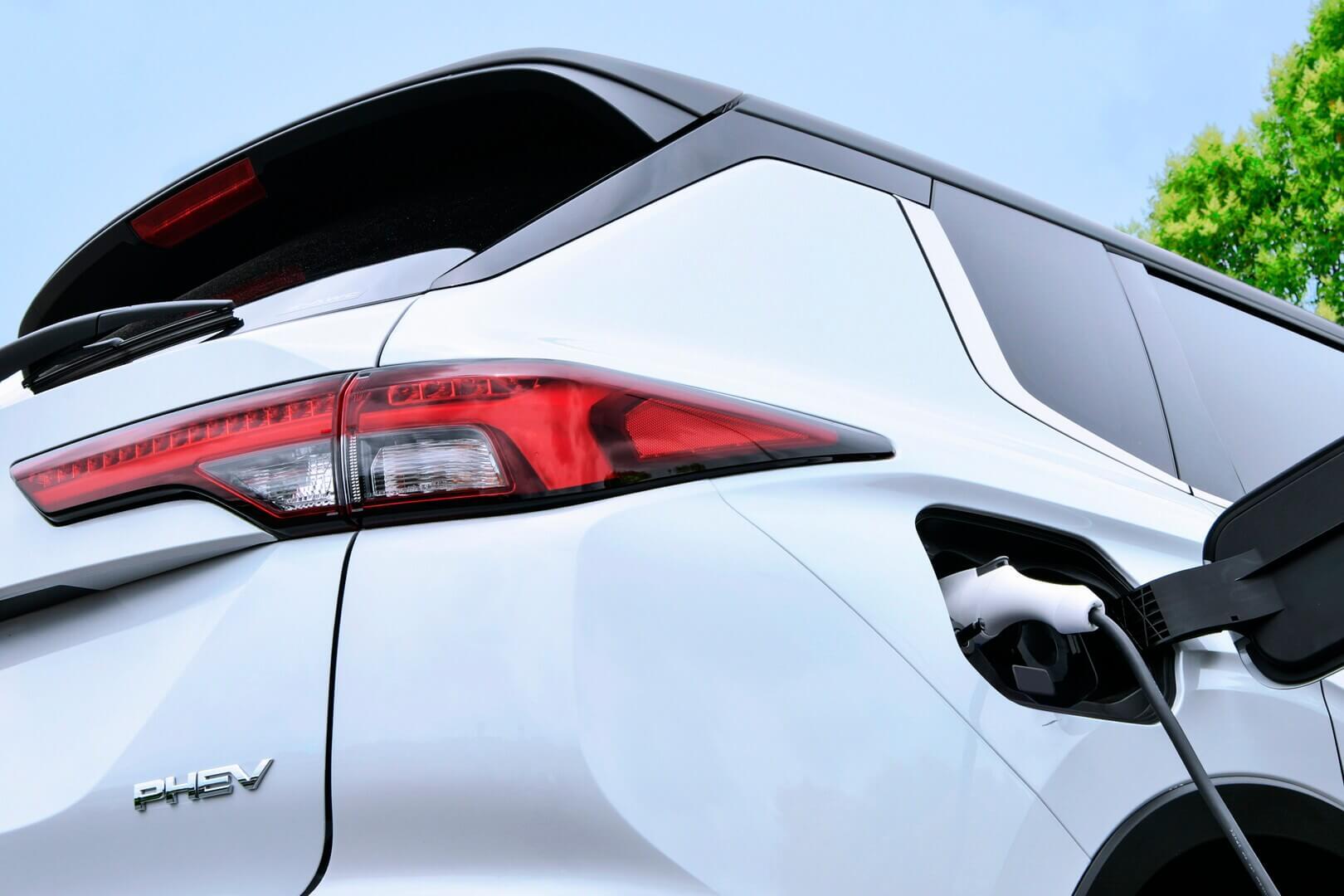 Тизер Mitsubishi Outlander PHEV нового поколения