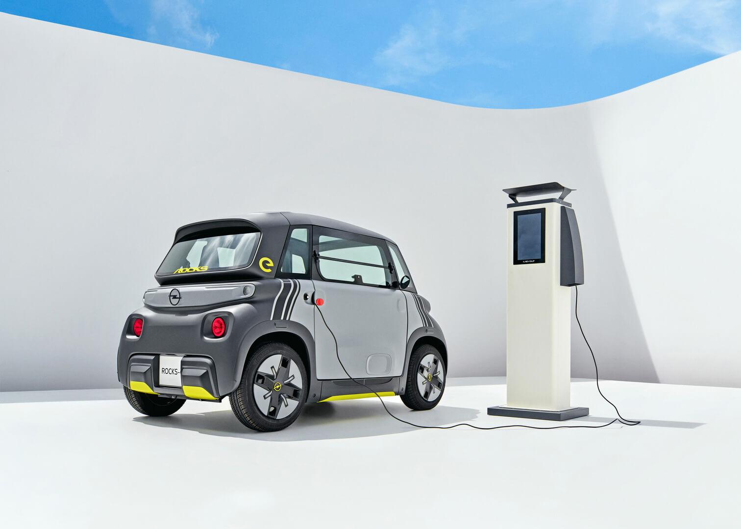 Opel Rocks-e можно полностью зарядить от бытовой электросети за 3,5 часа