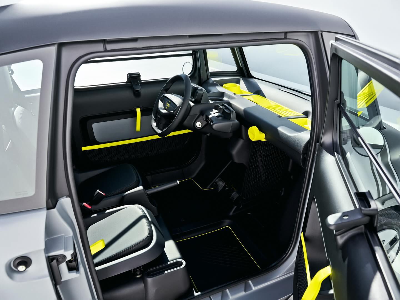 Двери Opel Rocks-e открываются в противоположных направлениях