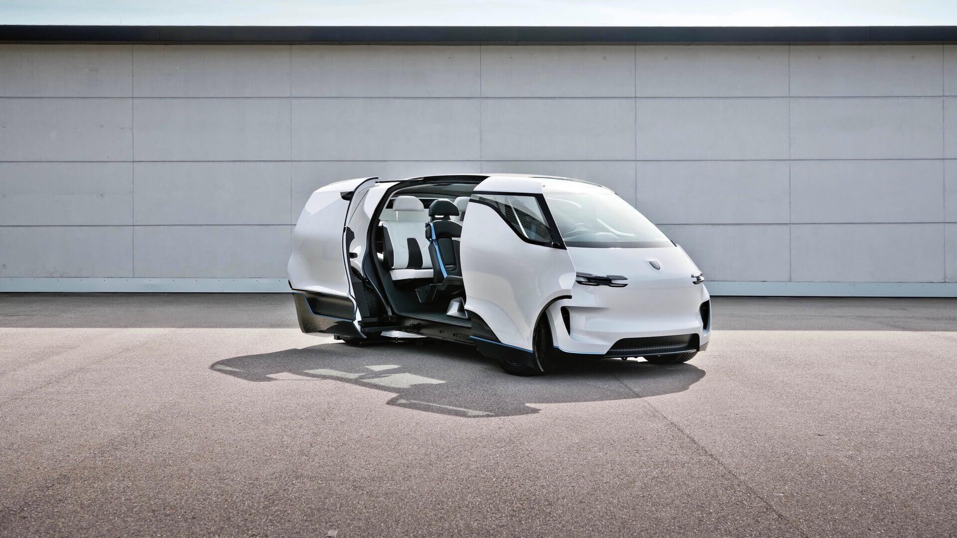 Porsche показал интерьер будущего на примере минивэна Renndienst