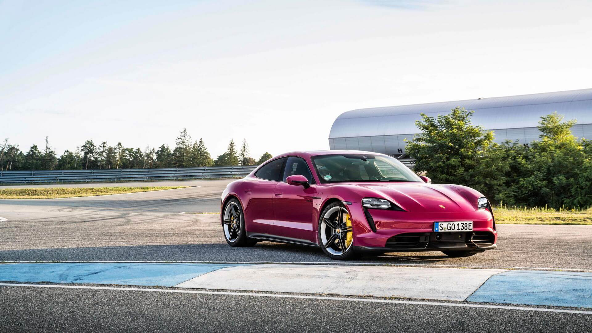 Porsche Taycan и Taycan Cross Turismo 2022 модельного года получилиподдержку Android Auto