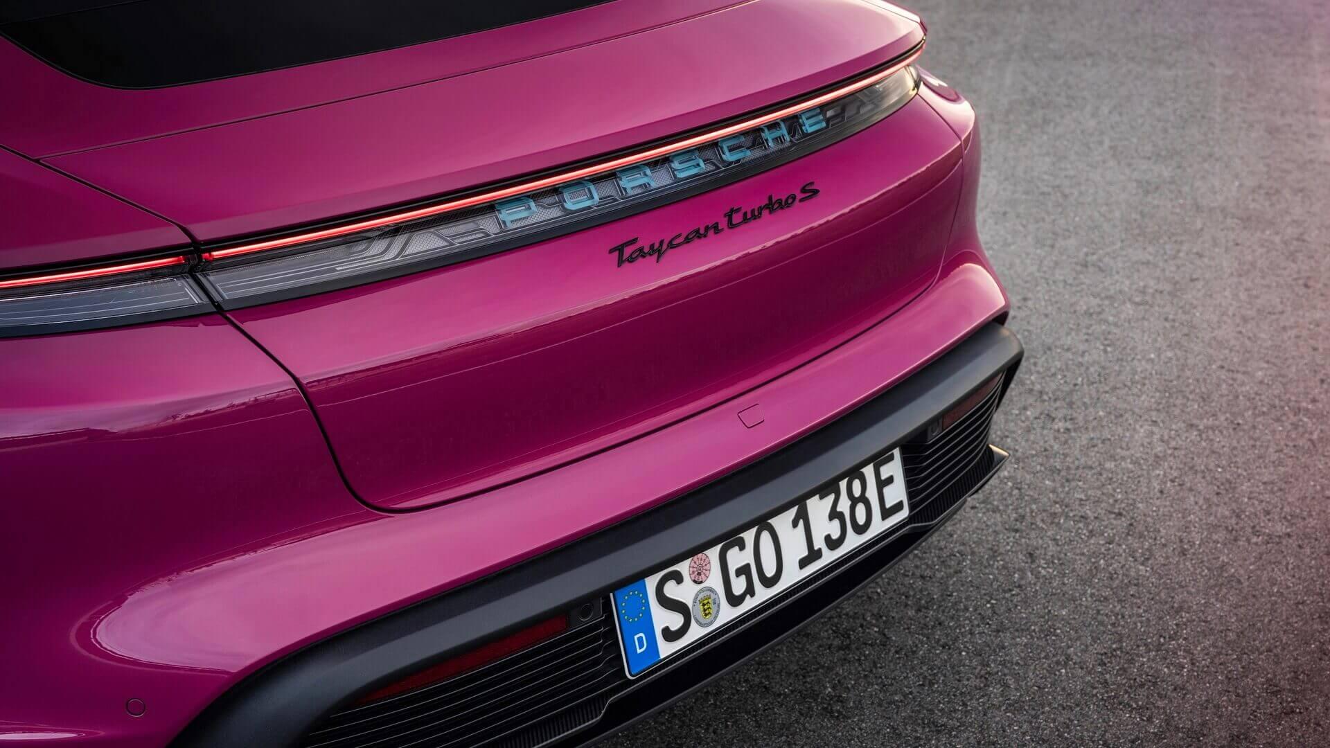 Porsche Taycan и Taycan Cross Turismo 2022 модельного года получили индивидуальные лакокрасочные покрытия