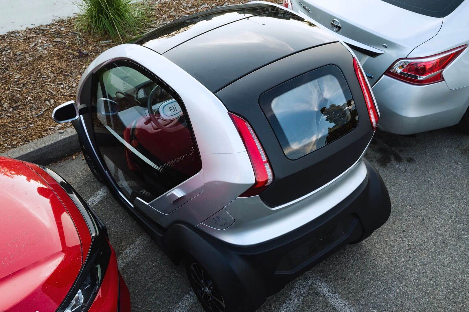 Компактный двухместный электромобиль Eli ZERO
