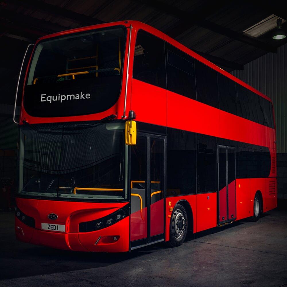 Equipmake и Beulas представляют электрический двухэтажный автобус с пробегом 400 км
