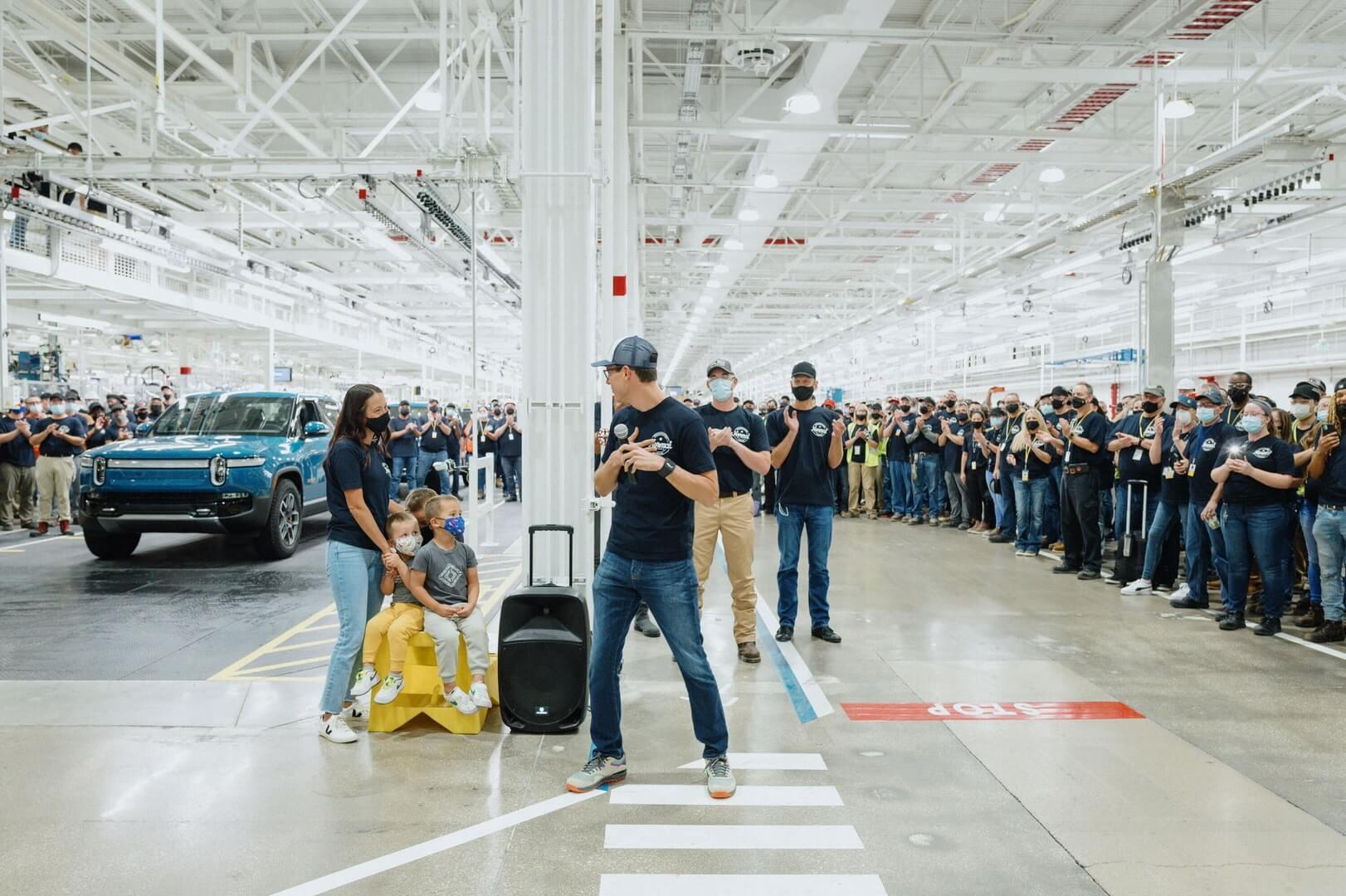 Стартап электромобилей Rivian— первый автопроизводитель, выпустивший нарынок электрический пикап, опередив Tesla, Ford иGeneral Motors