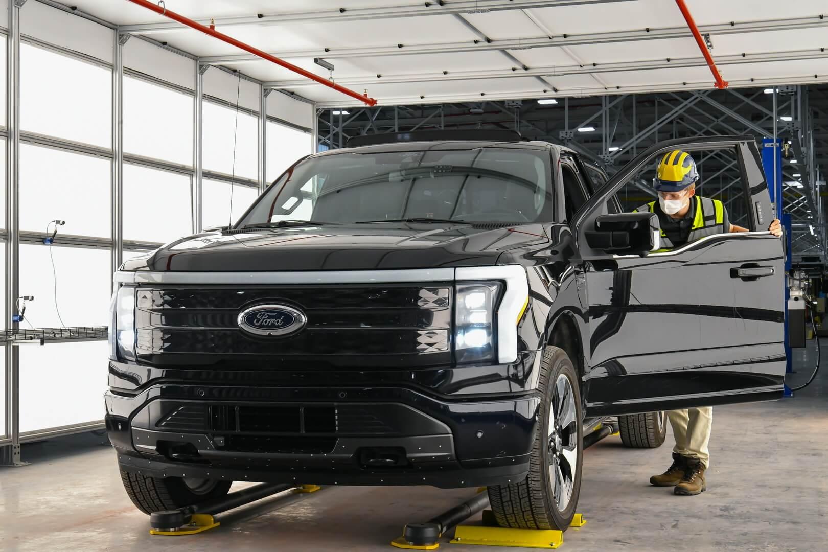 Ford начинает предварительное производство F-150 Lightning