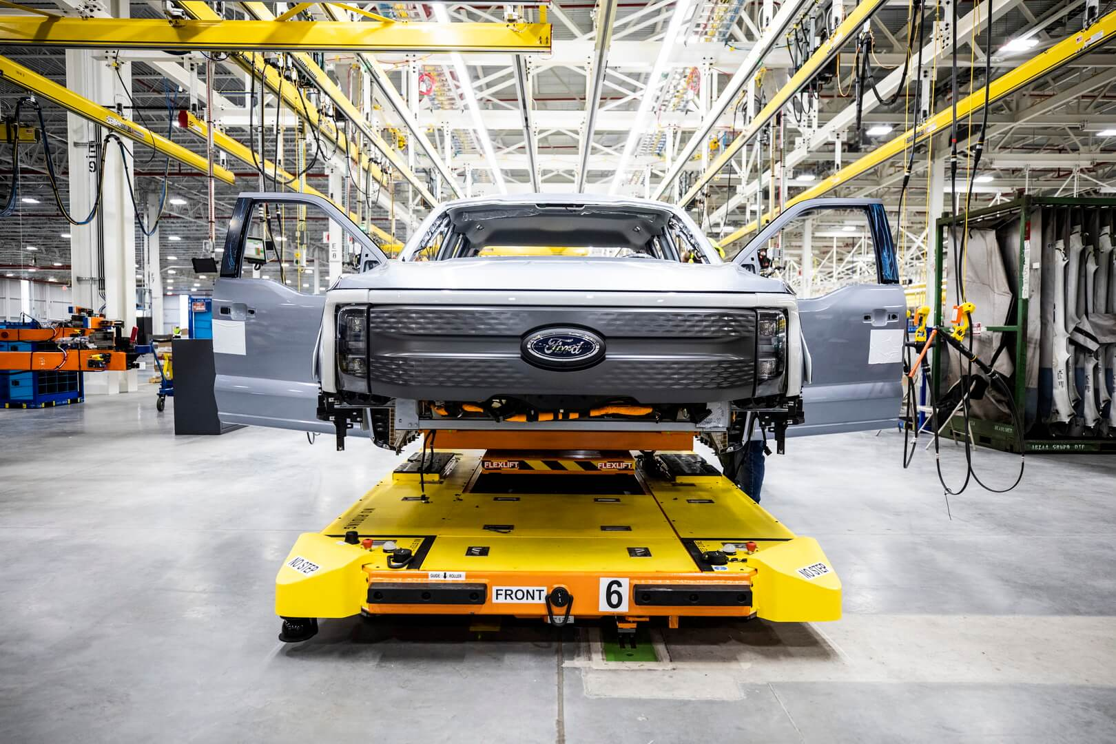 Ford начинает предварительное производство опытных образцов F-150 Lightning в Центре электромобилей Ford Rouge