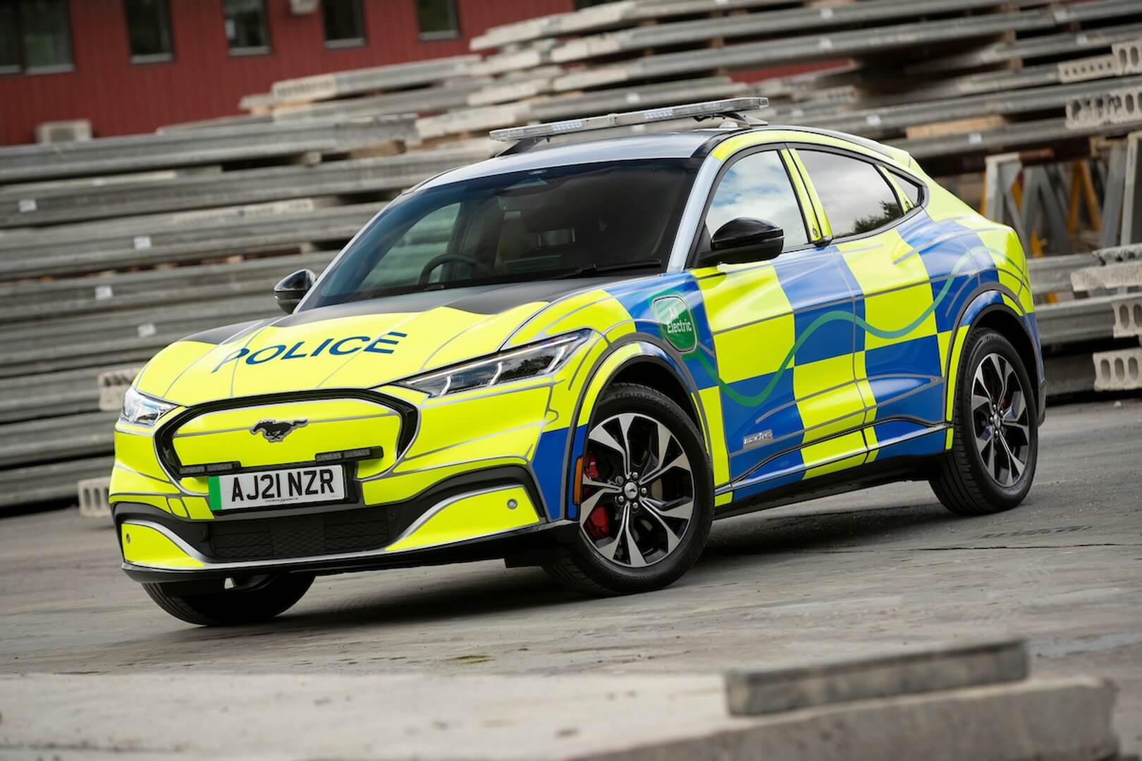 Ford Mustang Mach-E хорошо выглядит в образе британской полицейской машины