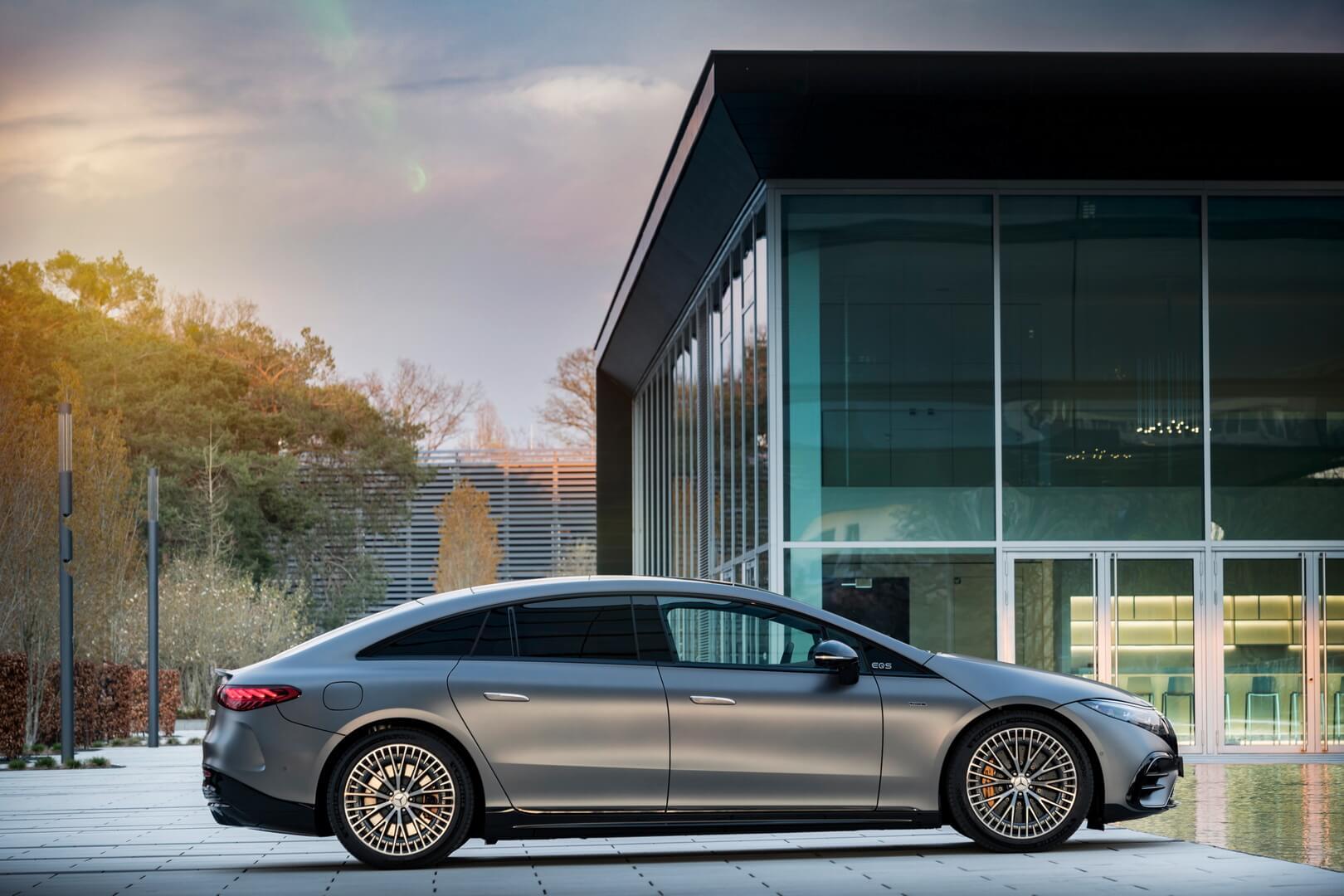 Полностью электрический Mercedes AMG EQS 53 4MATIC+ составит конкуренцию высокопроизводительным электромобилям от Audi, Porsche и Tesla