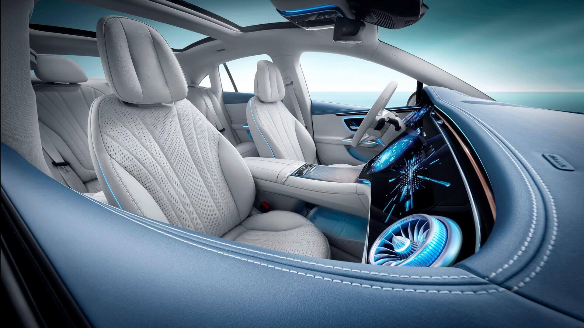 Салон электрического седана Mercedes-Benz EQE
