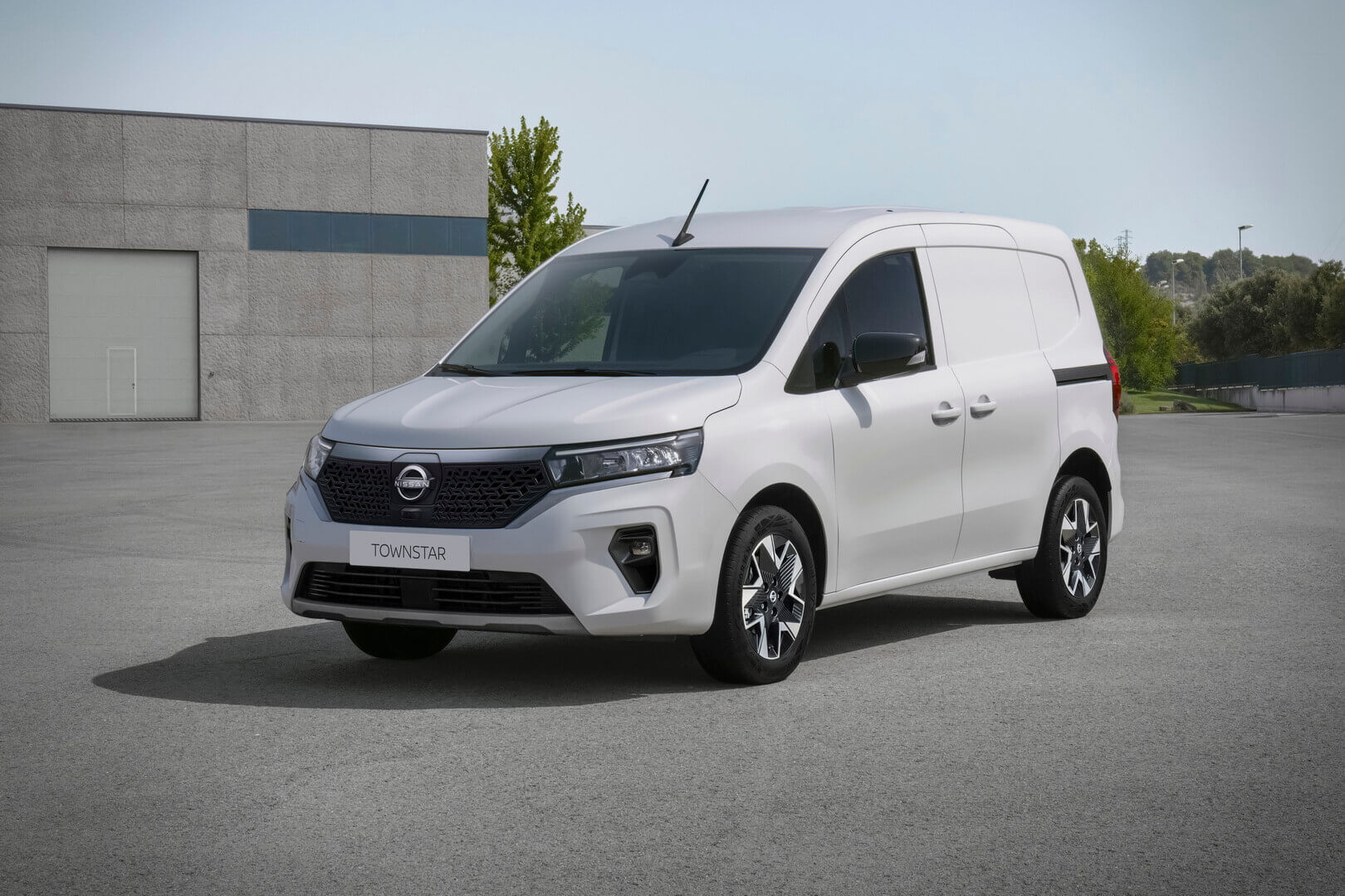 Nissan заменил e-NV200 новым электрофургоном Townstar