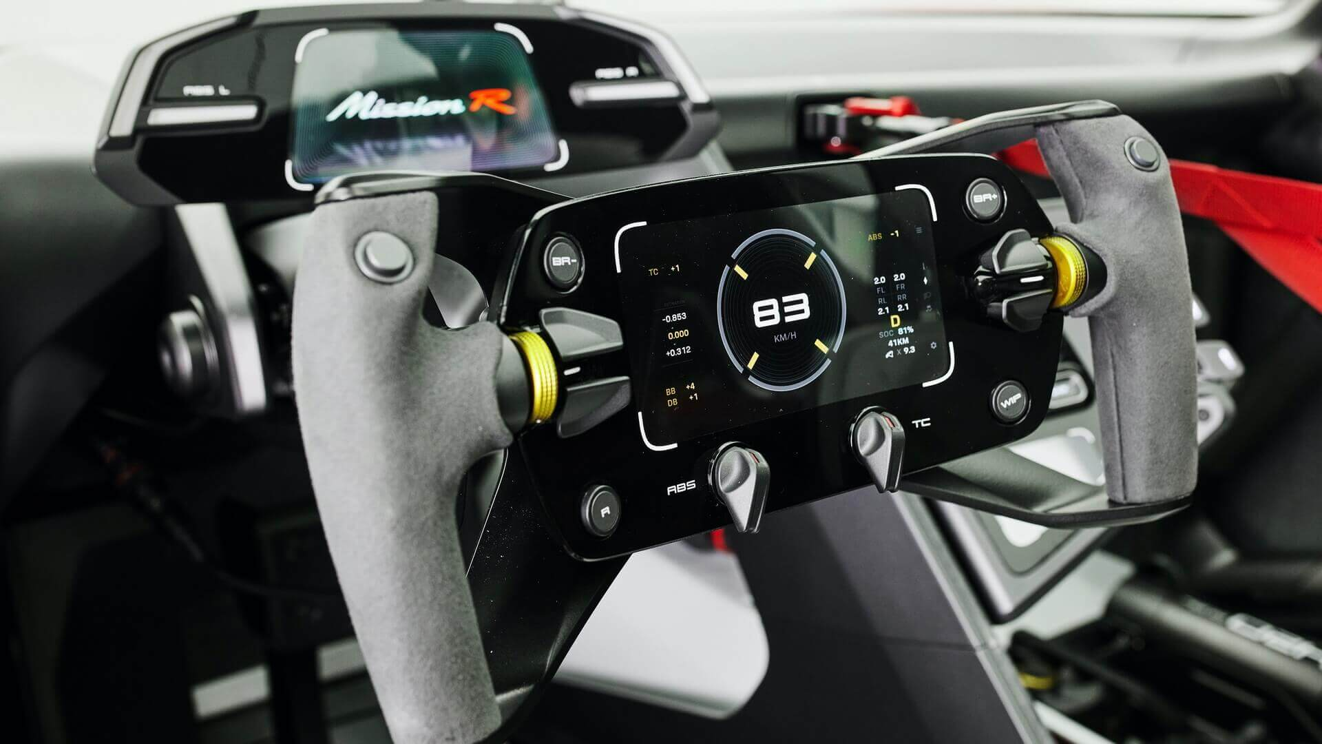 Интерьер электрического концепт-кара Porsche Mission R