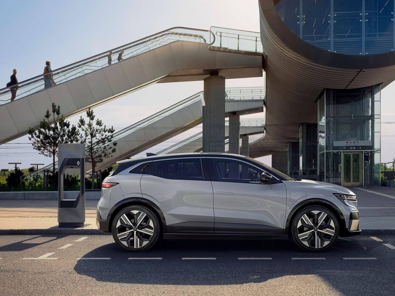 Renault Megane E-Tech Electric предлагает два варианта батарей: емкостью 40 кВт⋅ч и 60 кВт⋅ч