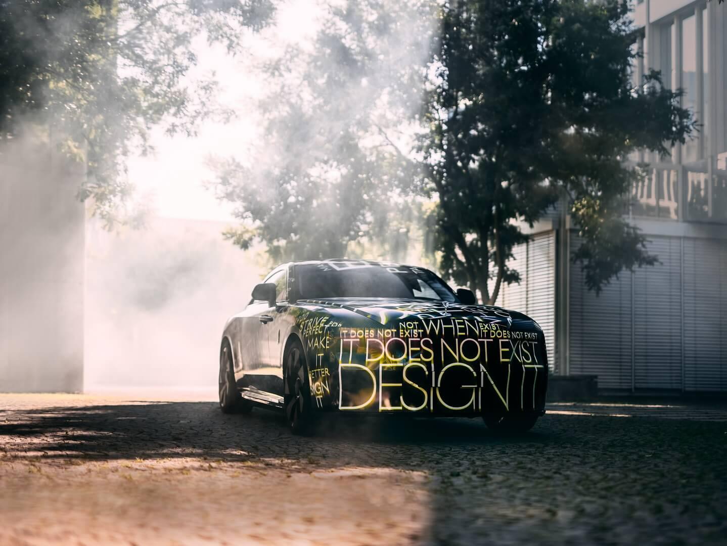 Rolls-Royce частично рассекретил свой первый электромобиль