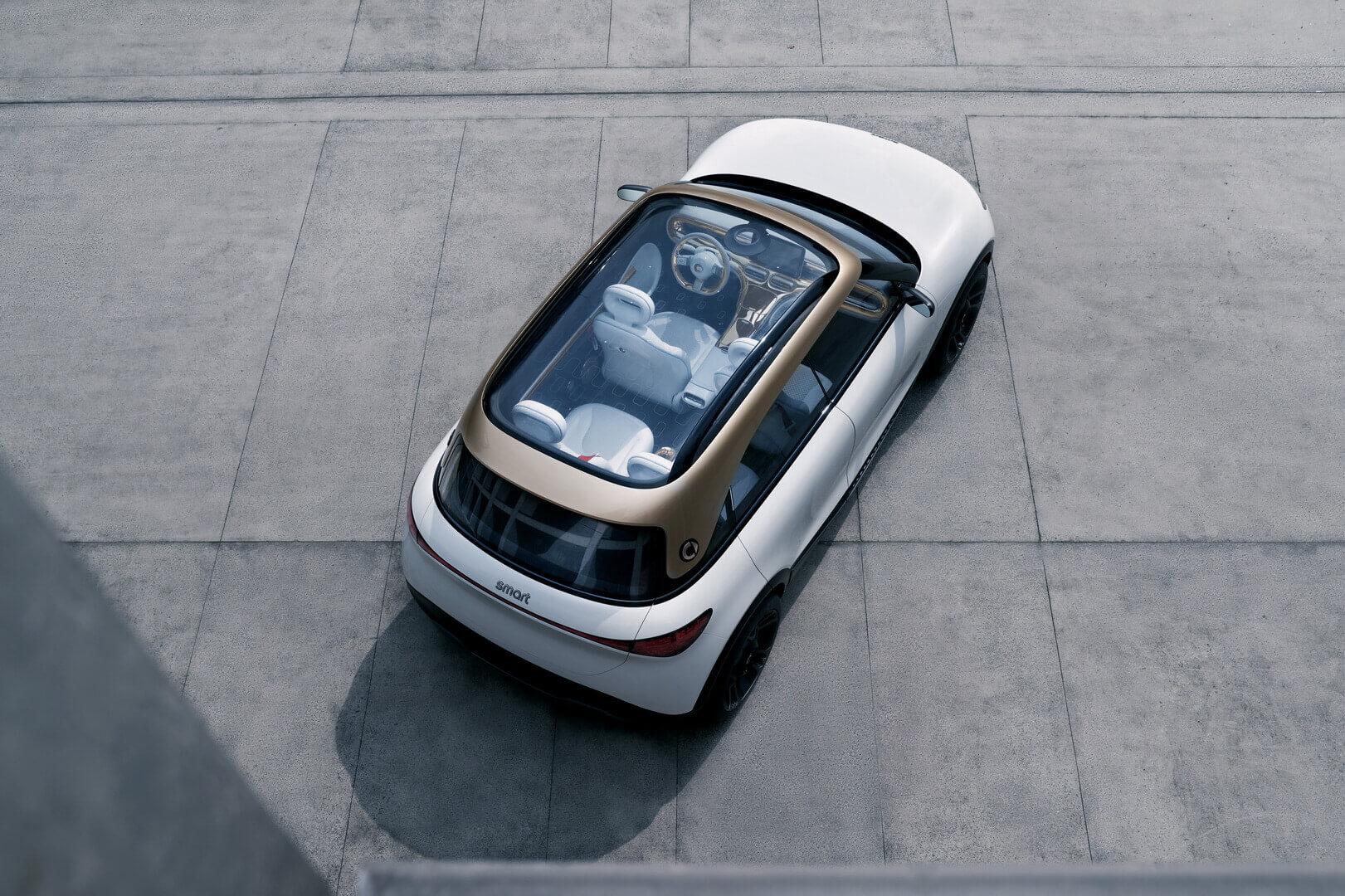 Одна изцентральных особенностей дизайна— большая панорамная стеклянная крыша сярким световым кольцом