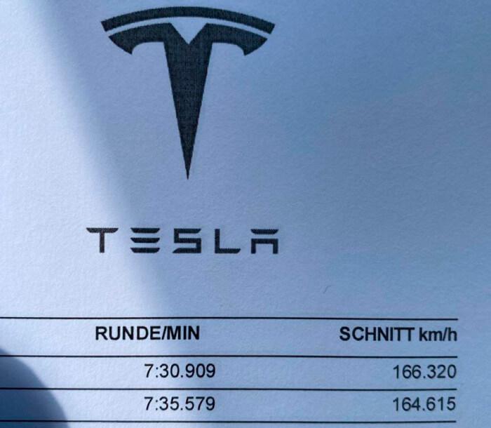 Tesla Model SPlaid устанавливает новый рекорд Нюрбургринга для серийных электромобилей