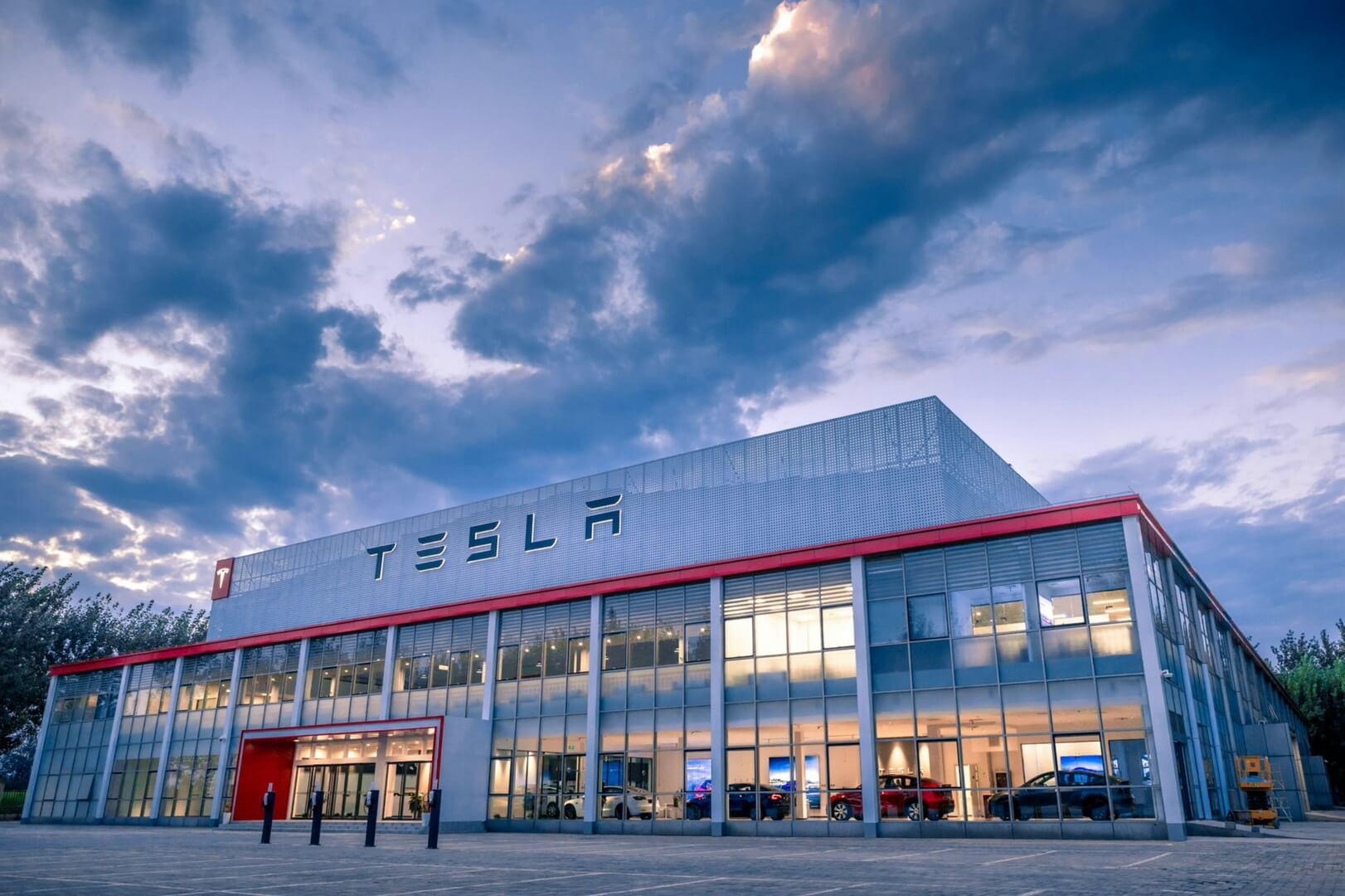 Tesla построила крупнейший центр доставки в Китае и, возможно, в мире, поскольку ожидает больших успехов на важном рынке