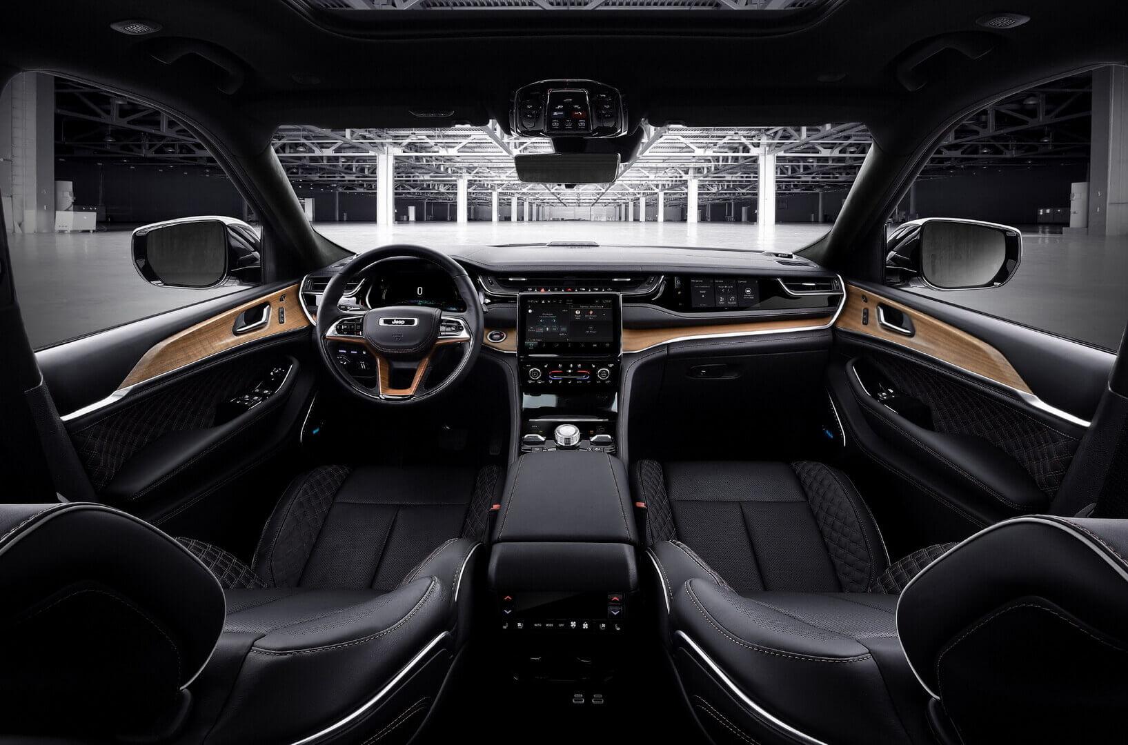 Салон нового Jeep Grand Cherokee 4xe