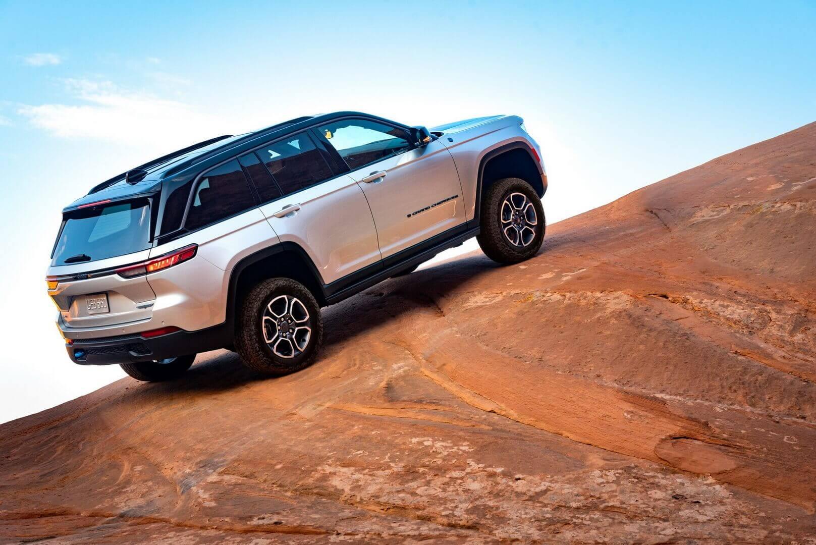 Jeep представил Grand Cherokee 4xe 2022 года