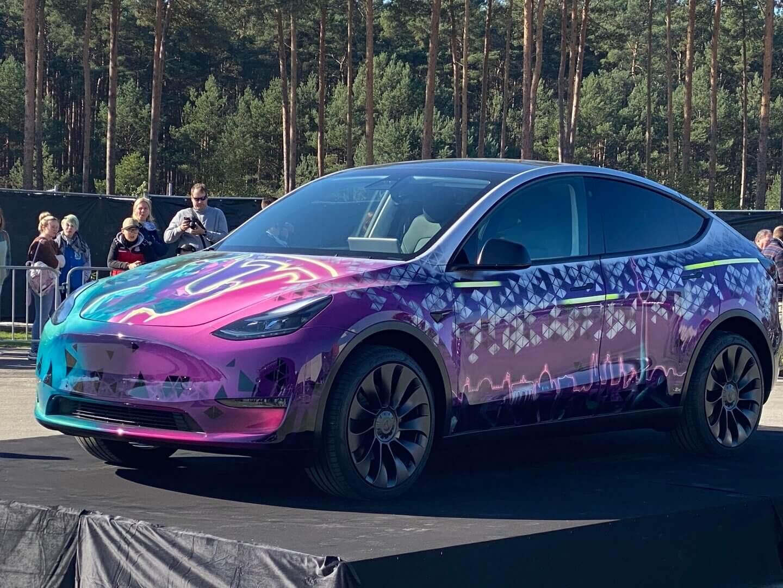 Tesla Model Y в оригинальном цвете